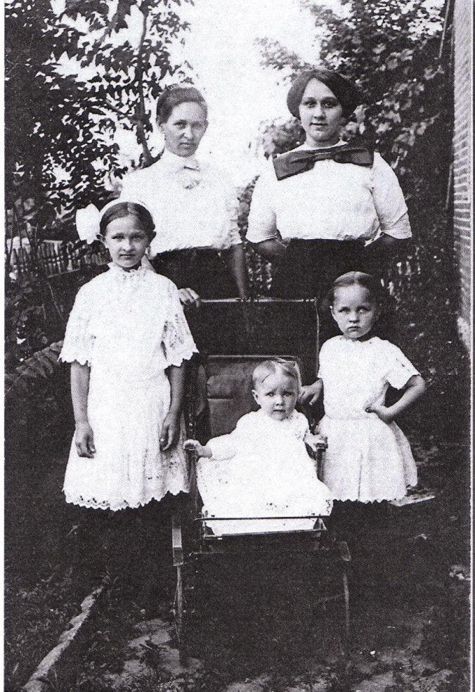 lena-rasa-schroeder-pearl-rita-roma_est1912-14